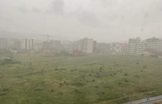 Komuna e Prishtinës njofton për dëmet e shkaktuar nga shiu dhe kërkon nga qytetarët të thërrasin për ndihmë në numrat emergjentë