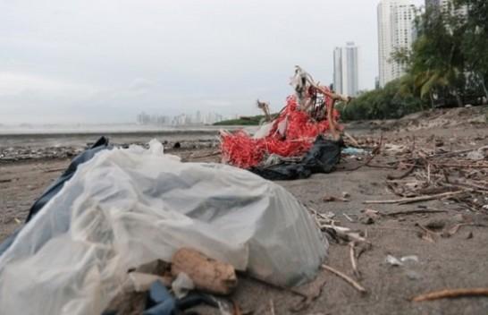 Panamaja bëhet vendi i parë i Amerikës Qendrore që ndalon qeset plastike njëpërdorimshme