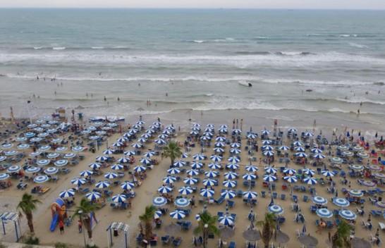 'Çmendet moti', bregdeti shqiptarë goditet nga stuhi dhe dallgë të mëdha