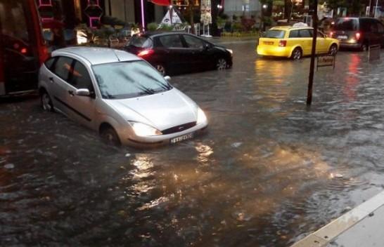 Nga reshjet e mëdha të shiut përmbyten Elbasani dhe Berati