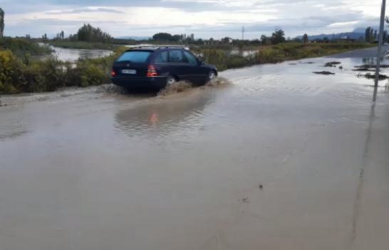 Reshjet e mëdha të shiut përmbytin Kurbinin
