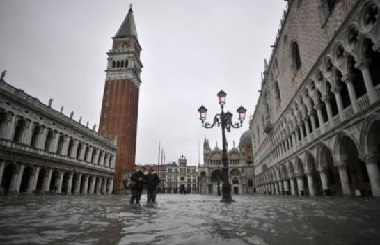 Venecia me ujë mbi ujë, përmbytja më e madhe në 50 vitet e fundit