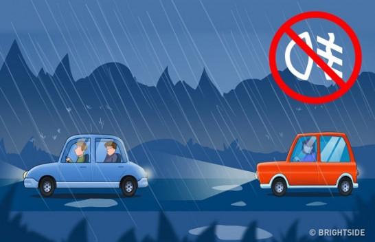 Gjashtë këshilla që mund t'ju ndihmojnë të shmangni aksidentet e automjeteve në mot të ligë