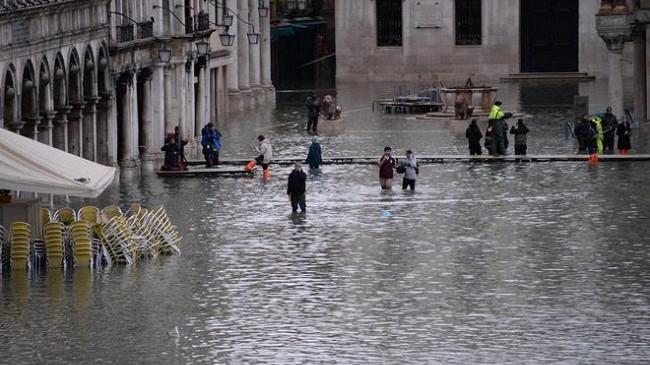 Përmbytjet gjunjëzojnë Venecian - dëmet arrijnë deri në një miliard euro