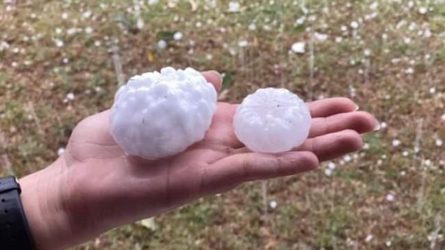 Australia goditet nga stuhi me breshër më madhësi sa një top tenisi