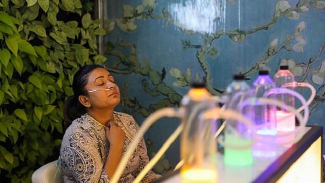 Nju Delhi, qytetarët në radhë për të blerë ajër të pastër