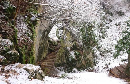 Bora mbulon Shpellën e Kusarit, pamje magjepse