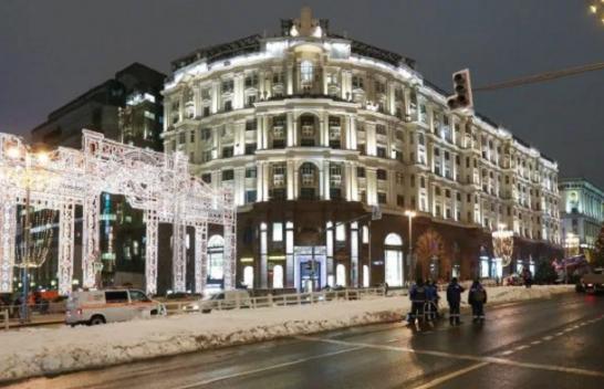 Nuk ka dimër në Rusi, borë artificiale në rrugët e Moskës [Foto]