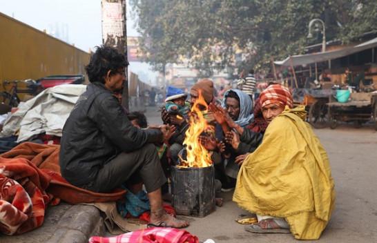 Në foto: India goditet nga temperatura të acarta, Delhi përballet me dhjetorin e dytë më të ftohtë në 100 vjet