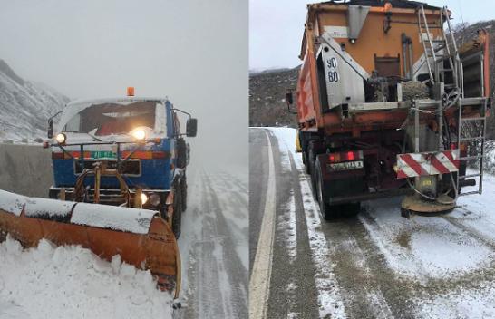 Bora mbulon veriun e juglindjen, ARRSH apel shoferëve: Kini kujdes me shpejtësinë!