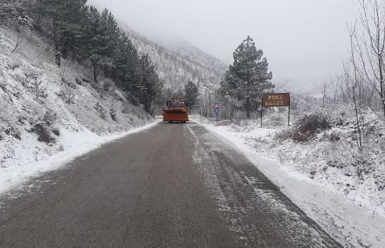 Borë e ngricë, kjo është gjendja e rrugëve nga Jugu në Veri