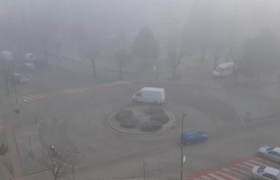 Policia Rrugore apel shoferëve: Kujdes gjatë vozitjes, mjegulla ka mbuluar Juglindjen