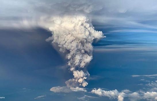 Pamje dramatike të shpërthimit të vullkanit Taal në Filipine