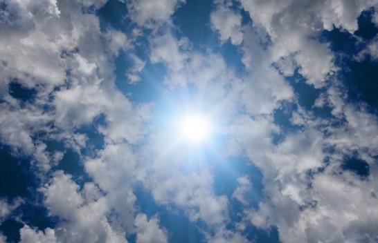 Moti në Maqedoni me diell dhe vranësira