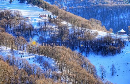 Motilokal ju sjell pamje nga Prevalla me borë