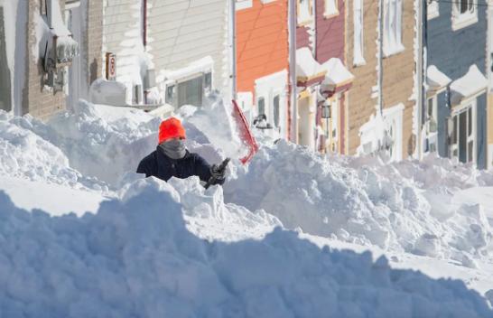 Stuhi e fortë bore godet Newfoundland-in lindor të Kanadasë