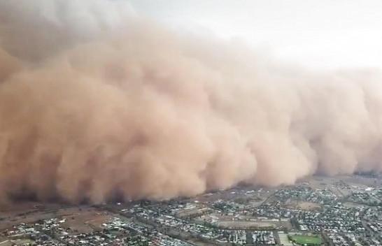 Pamje kiameti nga Australia: Prej thatësisë, në zjarr, në të reshura të mëdha e breshër e tani me erëra me pluhur