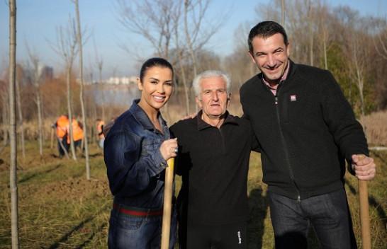 Vazhdon mbjellja e pemëve në Parkun e Liqenit të Tiranës