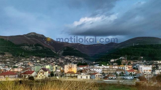 Reshje shiu dhe kthjellime, mësoni parashikimin e motit për sot dhe nesër në Shqipëri