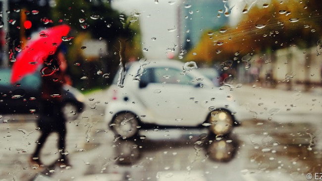 Mbani ombrellat me veti, moti në Shqipëri do të jetë me shi
