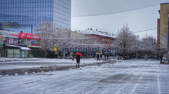 Moti sot në Kosovë me diell dhe vranësira, nesër me reshje bore dhe shi