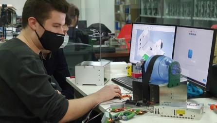 Të rinjtë kosovarë krijojnë ventilatorin për frymëmarrje, nesër testohet