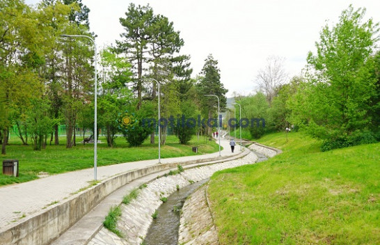 Diell dhe reshje shiu, njihuni me surprizat e motit për sot dhe nesër në Kosovë
