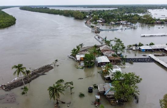Në Fotot: Cikloni Amfani bën kërdi në Indi dhe Bangladesh