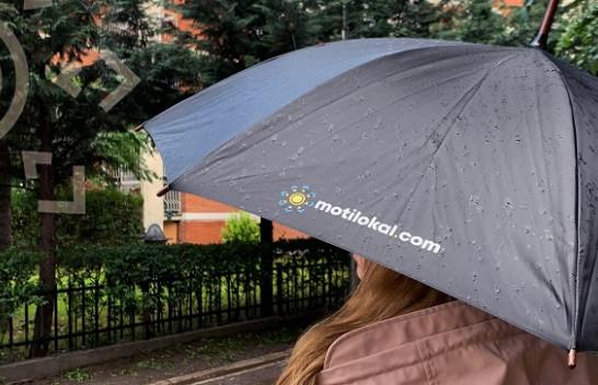 Mbani çadrat me veti, vazhdojnë reshjet e shiut në Kosovë