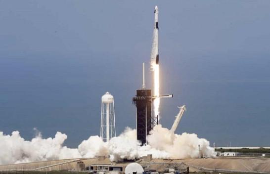 SpaceX dhe NASA lëshojnë me sukses dy astronautët në hapësirë