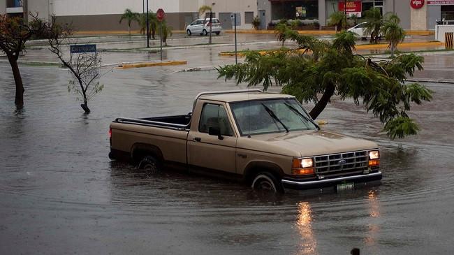Stuhia tropikale Cristobal formohet pranë brigjeve juglindore të Meksikës