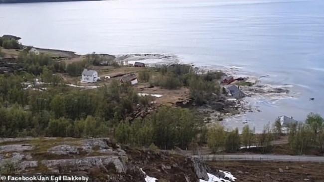 Pamje të frikshme/ Deti 'përpin' tokën, fundosen disa shtëpi