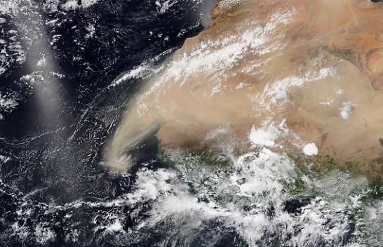 Një re jashtëzakonisht e madhe e pluhurit Saharian arrin në Detin e Karaibeve, pasi përshkoi më shumë se 4000 kilometra mbi Oqeanin Atlantik