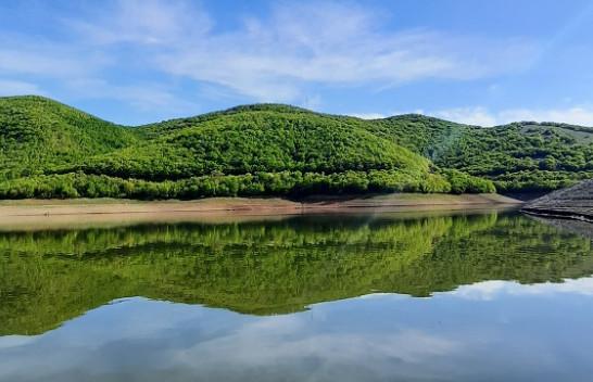 Rritet niveli i ujit në liqenet akumuluese, pas reshjeve të shiut