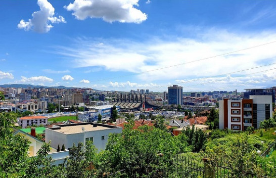Mot i nxehtë dhe me diell në Kosovë