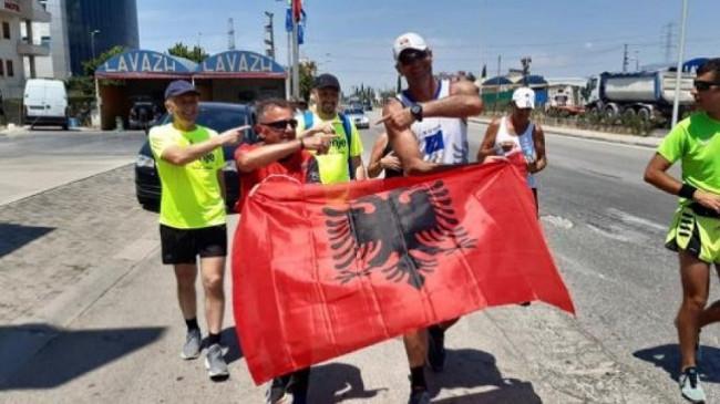 Ish-basketbollisti Fikret Shatri përmbyll me sukses vrapimin historikë: 257 kilometra nga Prishtina në Tiranë