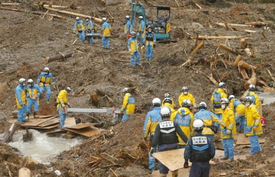 Rreth 63 të vdekur nga përmbytjet dhe rrëshqitjet e tokës në Japoni