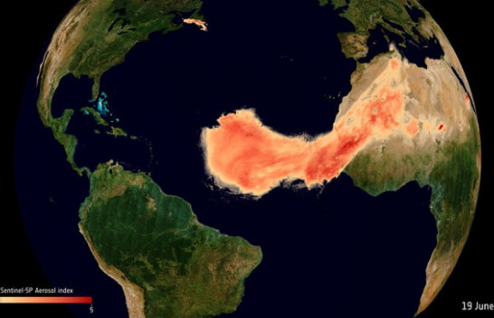 Imazhet satelitore tregojnë 'përbindëshin' me rërë dhe pluhur mbi oqeanin Atlantik