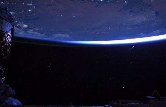 NASA publikon pamjen unike të yjeve, qyteteve dhe një komete [Foto]