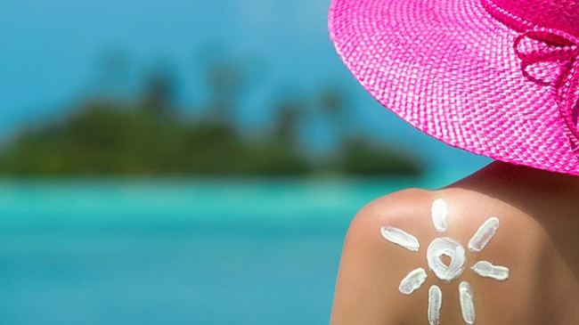 Këshilla që duhet t'i dini për parandalimin e efekteve të dëmshme nga ekspozimi i tepruar ndaj rrezeve të diellit
