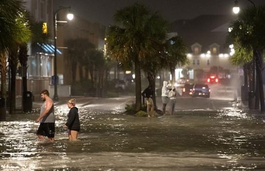 Karolina e Veriut goditet nga uragani Isaias