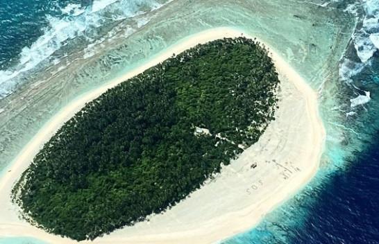 Përfunduan në një ishull të shkretë, shpëtohen nga SOS i shkruar në rërë