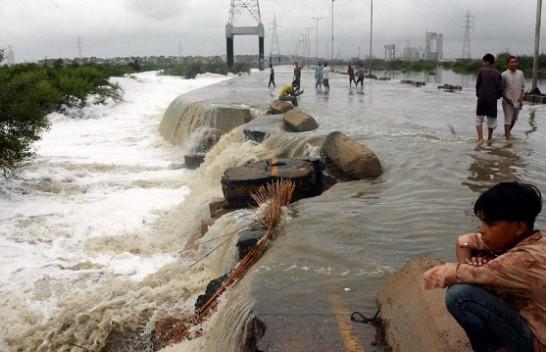 Disa të vdekur, shumë të humbur pas përmbytjeve në Pakistan