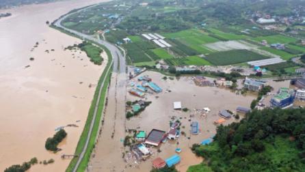 Në foto: Përmbytjet në Korenë e Jugut