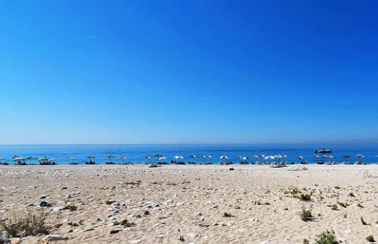 Koha për plazh nuk ka mbaruar, mot i kthjellët e me diell sot dhe fundjavë në Shqipëri