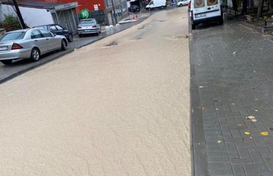 Prishtina 'bëhet me lumë', pas reshjeve të shiut
