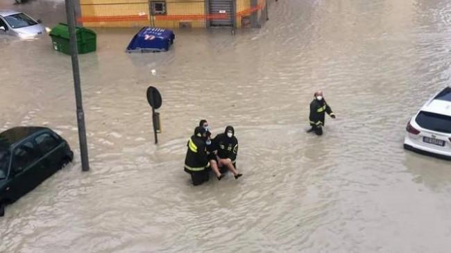 Përmbytje apokaliptike në Crotone të Italisë [Foto+Video]