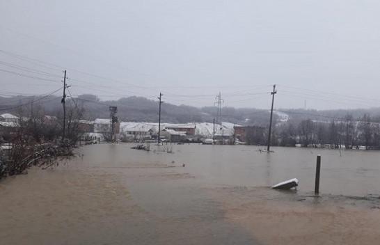 Vërshimet në Gjakovë, Ardian Gjini del për të parë nga afër gjendjen