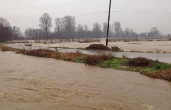 Shi e vërshime, kryetari Muharremaj një e katërta e Suharekës nën ujë