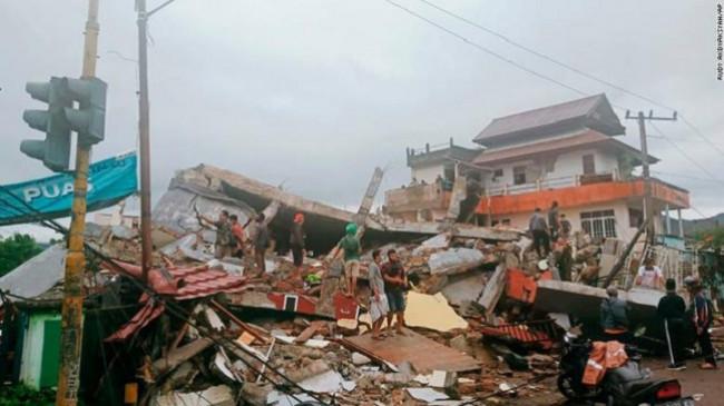 Një tërmet i fuqishëm me magnitudë 6.2 ballë godet Indonezinë, 35 të vdekur